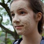 Eine einfache Maske kann gegen fettige Haut helfen